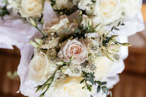 wedding flowers, wedding arrangement